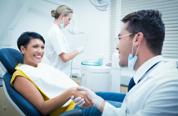 The Differences Between a General Dentist and a Cosmetic Dentist